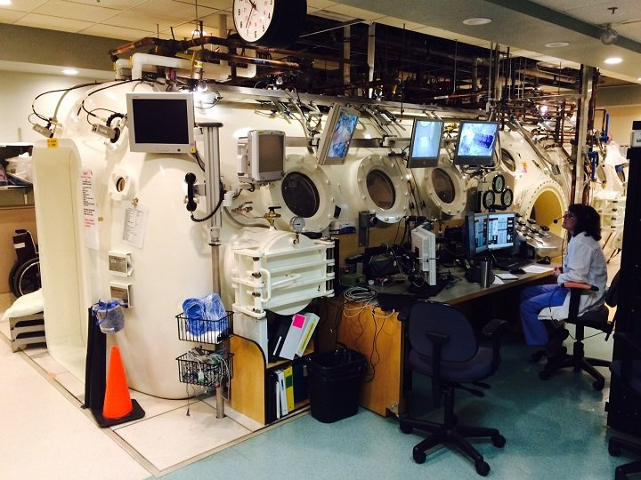 Hyperbaric chamber Vancouver: What are positive & negative impacts of therapy?
